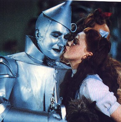 Dorothy Kissing Tinman on the cheek